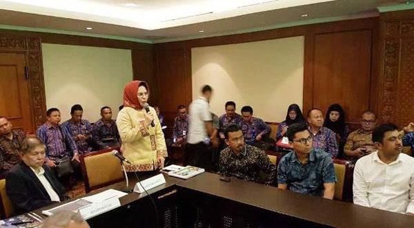 Walikota Kotamobagu Ir. Hj. Tatong Bara saat Presentasekan Program Lingkungan Hidup di Hadapan Dewan Pertimbangan Adipura