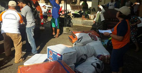 Batuan Pemkot melalui Dinsos dan BPBD Kotamobagu kepada para korban kebakaran rumah di kelurahan Gogagoman