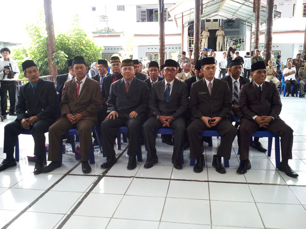 foto Tapak sejulah Pejabat yang lama maupun yang baru dala acara pelantikan