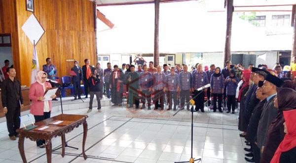 Walikota Kotaobagu Ir. Hj. Tatong Bara saat mengambil sumpah jabatan dan melantik sejumlah pejabat eselon III, IV & Beberapa Kepala Sekolah yang baru
