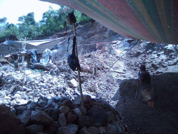 Posisi hutan penyangga yang telah dirusak oleh oknum penambang ilegal yang hanya mementingkan kehidupannya sendiri, akan tetapi tidak mementingkan dampak buruk akibat ulah mereka di blok bakan