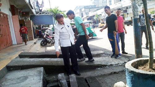 Sekkot Kotamobagu saat meninjau lokasi bersih-bersih untuk persiapan penilaian Tim Adipura