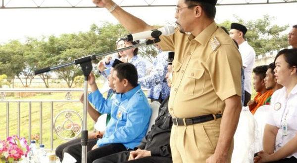 Sehan Lanjar Bupati Boltim saat menjadi Irup pada upacara Hari Sumpah Pemuda