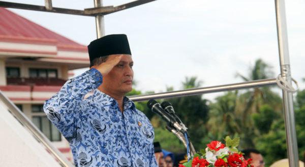 Wakil Bupati Bolmong Yanni R. Tuuk saat memimpin Apel Korpri perdana di awal tahun 2018