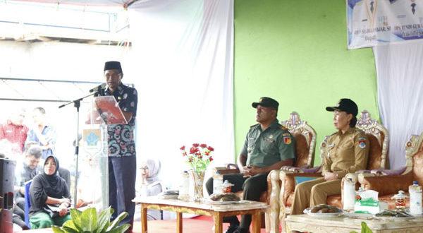 Bupati Boltim saat memberikan sambutan pada Kunker di Kecamatan Moat