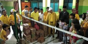 Ketua DPD II Partai Golkar Bolmong, Hi. Abdul Kadir Mangkat Dengan seluruh Pengurus dan sekaligus Caleg Golkar bersedekah di Panti Asuhan Pononiungan dan Ar'Rahman