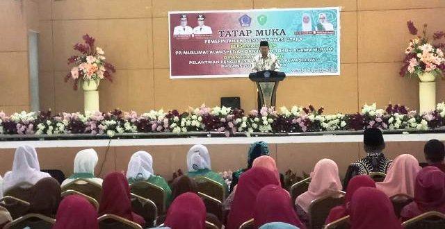 Hi. Herson Mayulu (H2M) saat memberika sambutan pada acara tatap muka bersama dengan Pengurus Muslimat Al Washliyah