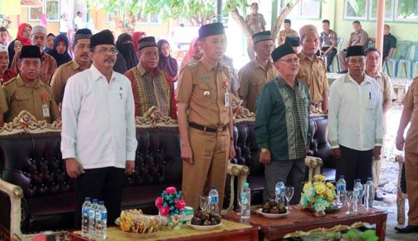Bupati Bolsel beserta Kakanwil Kemenag Provinsi Sulut dalam acara peresmian Madrasah Aliyah Nurul Huda Ilomata