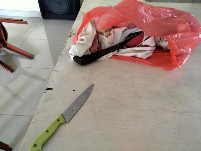 Diduga barang bukti sebilah pisau yang digunakan dalam dugaan kasus pengrusakan balai kantor pwi sulut