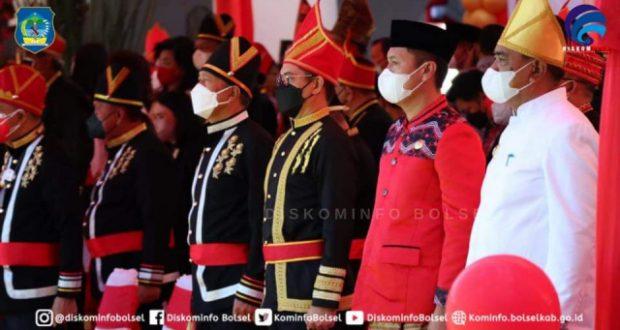 Hadiri HUT Pemprov Sulut ke-57 Tahun, Iskandar Kamaru Terima Penghargaan Dari Gubernur Olly Dondokambey